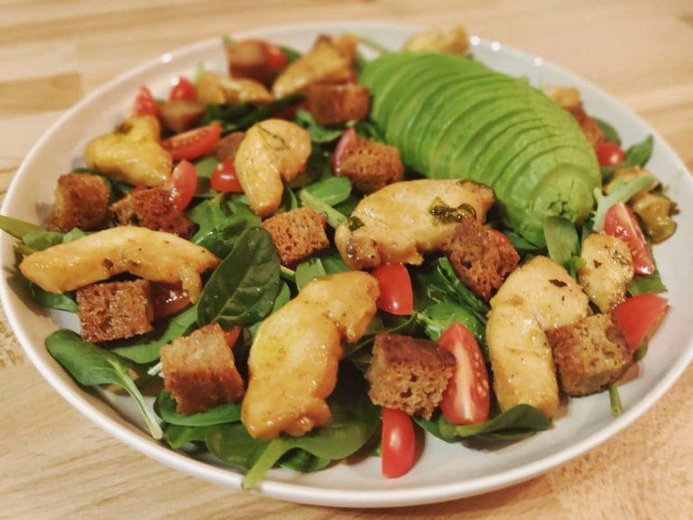 Salade de poulet marinée